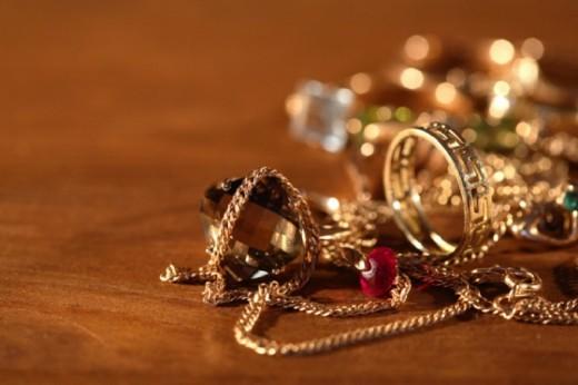 Как почистить золотые украшения?