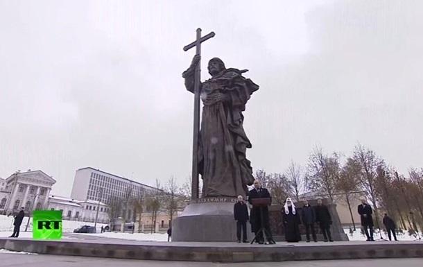 Порошенко ответил на памятник князю Владимиру в РФ