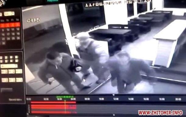 Копов, устроивших стрельбу в стриптиз-клубе, уволили