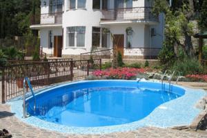 Сравнение бетонных и композитных бассейнов