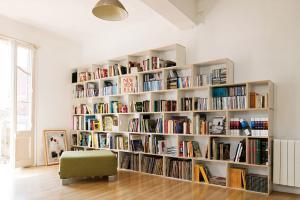 Деревянные стеллажи для книг