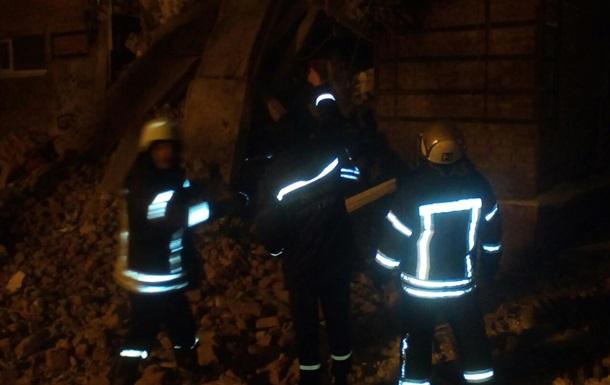 В Чернигове рухнул дом, под завалами люди