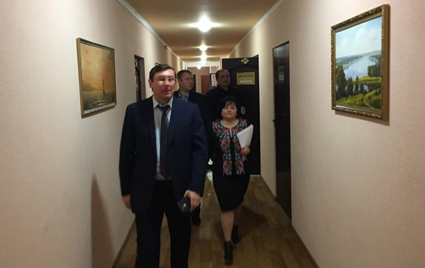 Луценко резко повысит зарплаты прокурорам
