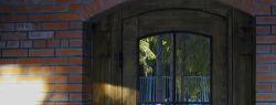 Входные двери по индивидуальному проекту: особенности и преимущества