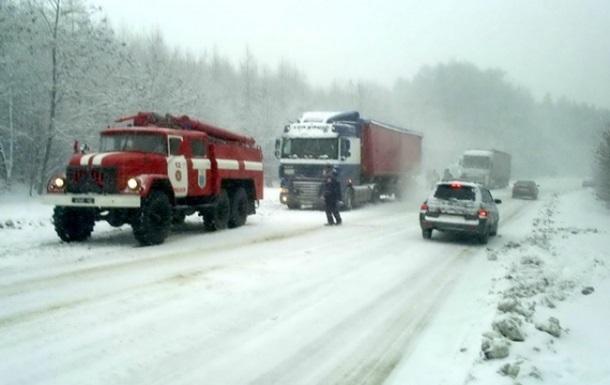 Непогода в Украине: закрыты трассы в пяти областях