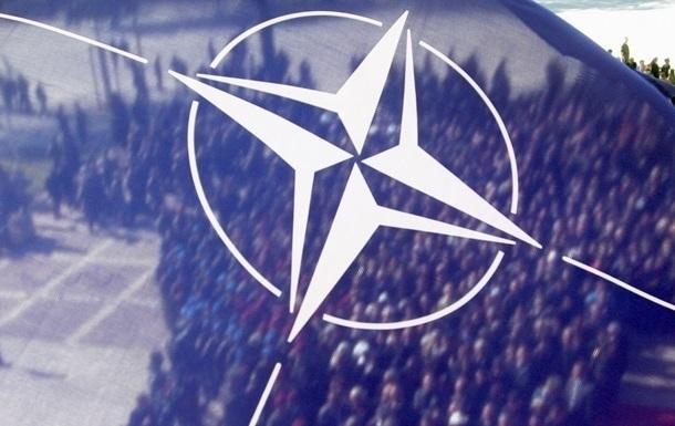 Порошенко: Только НАТО может остановить агрессию