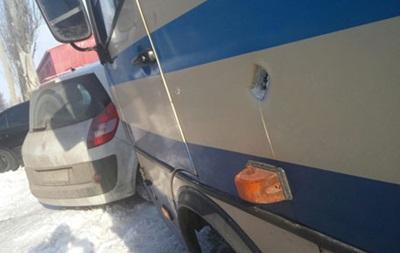 На Донбассе обстреляли гражданский автобус