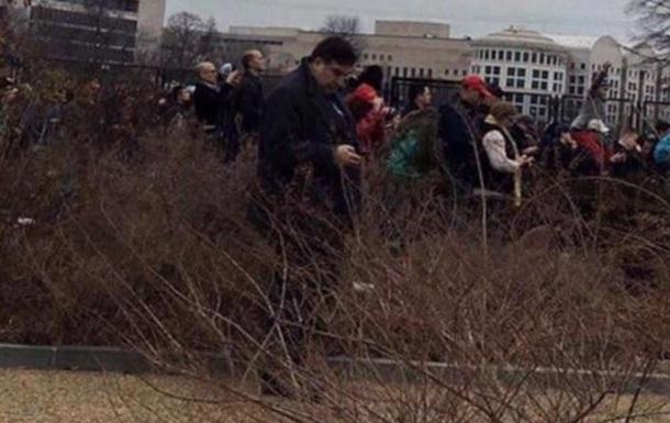 Саакашвили рассказал о фото «в кустах» с присяги Трампа