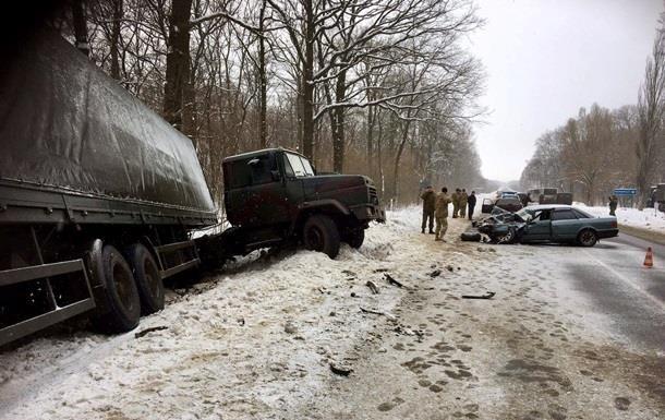 Непогода в Украине: В ДТП погибли девять человек