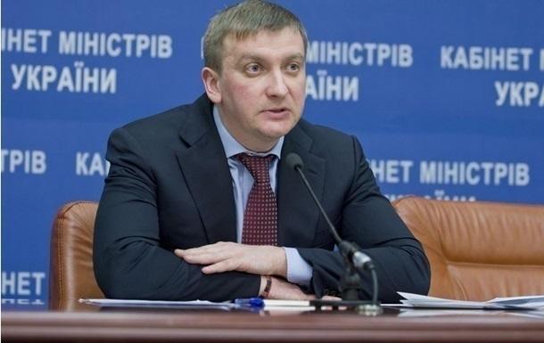 Минюст: Борцам с коррупцией пора взяться за голову