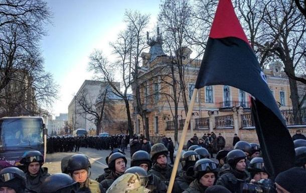 На акциях в центре Киева столкновения с полицией