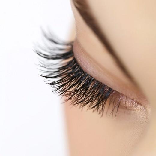 Wimpernserum zur Wimpernverlängerung - ein Wundermittel für schöne lange Wimpern