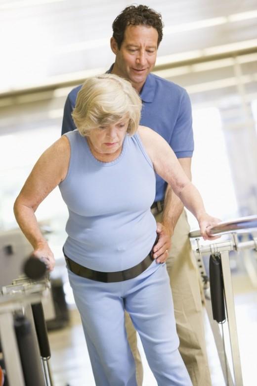Травмы и операции: что необходимо пожилому пациенту для восстановления?