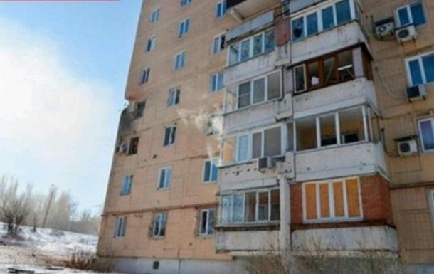 В Донецке снаряд попал в жилой дом