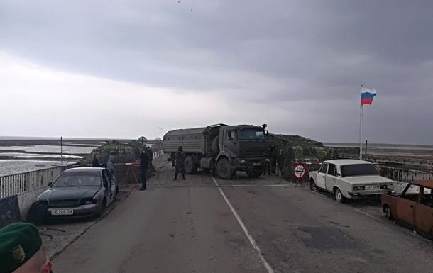 Российские военные перекрыли границу на Чонгаре
