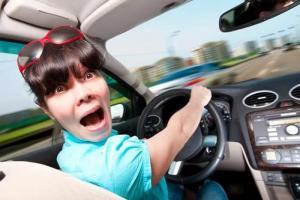 Как побороть страх и сесть за руль: советы для женщин
