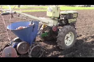 Мотоблок с дополнительным оборудованием — экономия времени и сил на всех этапах работ в сельском хозяйстве