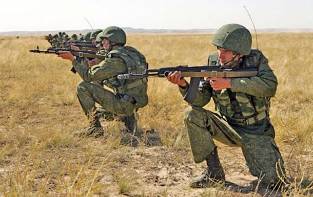 Киев: Россия стянула к границе 18 тысяч военных
