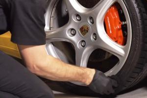 Как ухаживать за автомобильными шинами и обезопасить себя на дороге
