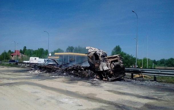 На трассе Киев – Харьков сгорел грузовик Volvo