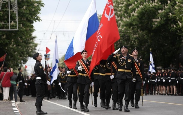 В Крыму провели три военных парада