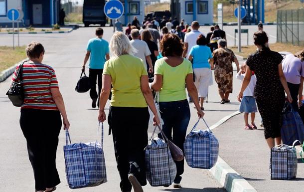 Опрос: 45% переселенцев зарабатывают только на еду
