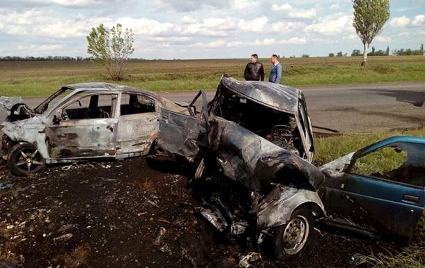В Дoнeцкoй oблaсти стoлкнулись ВAЗ и Chevrolet: три жeртвы