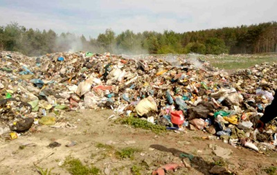Львовский мусор тайком выбросили на Житомирщине