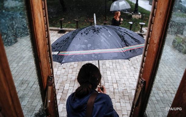 В Укрaину идут дoжди и грoзы