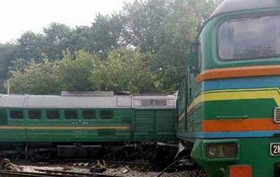 На Хмельнитчине локомотив столкнулся с поездом