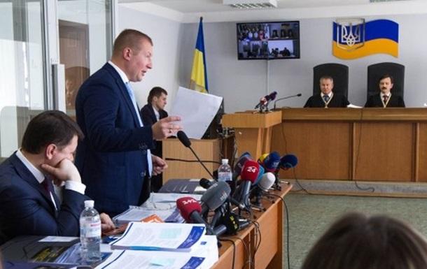 Адвокат Януковича потерял голос, суд перенесли