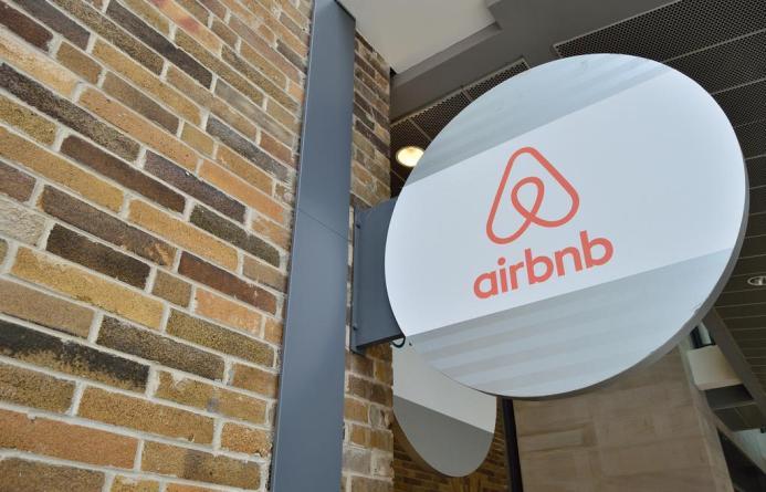 Airbnb закрывает российское представительство