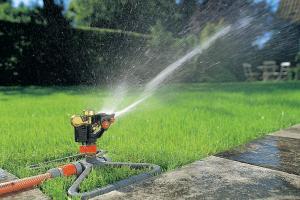 Как выбрать дождеватель для полива?