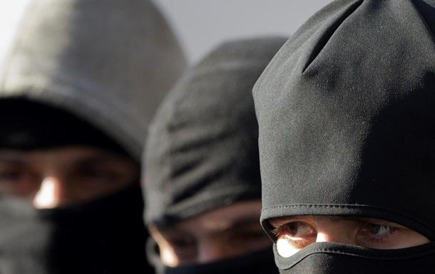 В Винницкой области 20 вооруженных мужчин устроили стрельбу