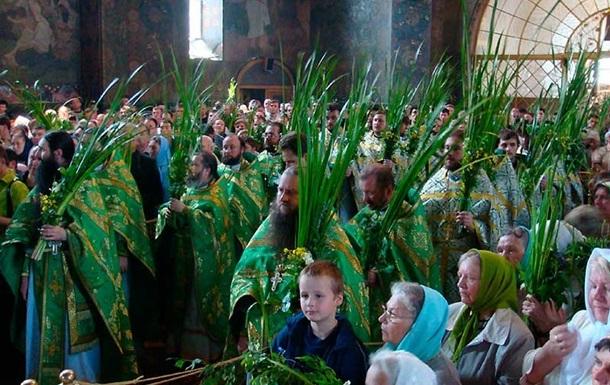Православные христиане отмечают Троицу