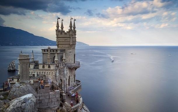 В Крыму бурят скалу под замком Ласточкино гнездо