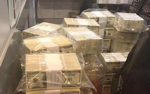 СМИ узнали имя чиновницы, задержанной на взятке в $5 млн