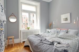 Оформление интерьера маленькой спальни: покупка кровати в Киеве