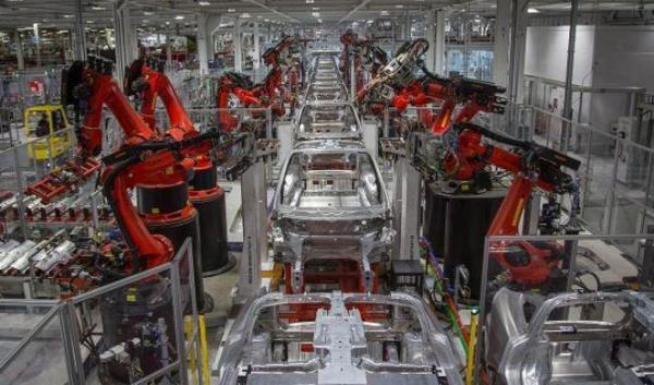 Почему автопроизводитель Tesla не приносит доход