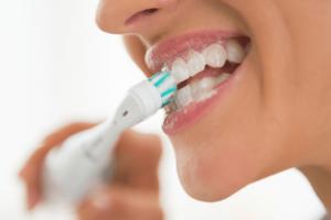 Как правильно использовать электрическую зубную щетку