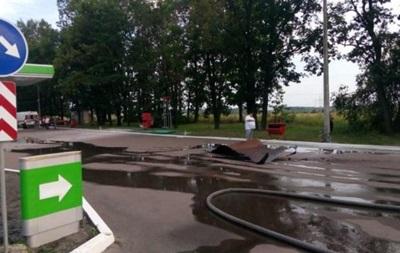В Киевской области авто врезалось в заправку