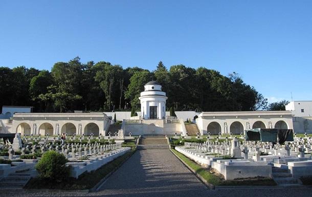 Польша выпустит паспорта с изображением Мемориала орлят во Львове