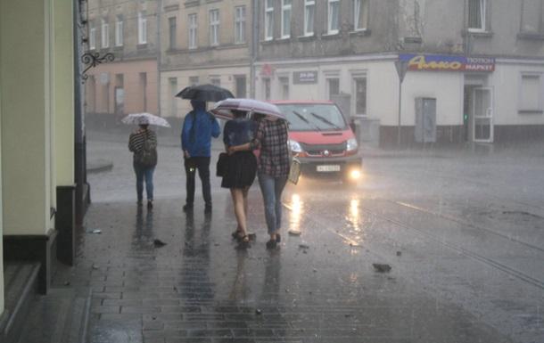 Спасатели предупреждают о грозах по Украине