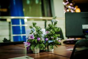 Украшаем офис к новогодним праздникам