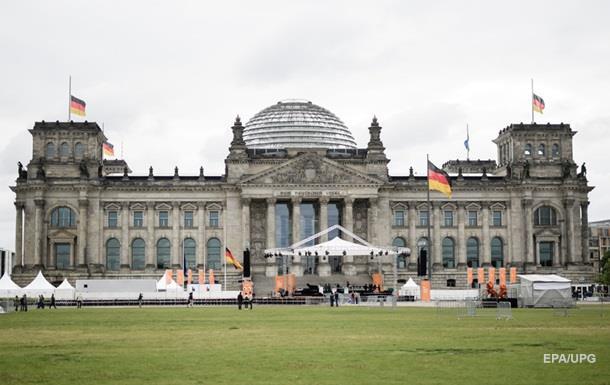 В Берлине возле Рейхстага задержали зигующих китайцев