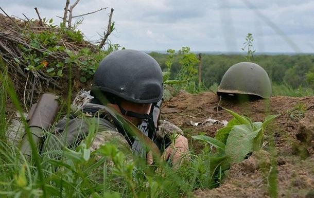 Сепаратисты ранили бойца АТО, проверявшего дорогу для ОБСЕ