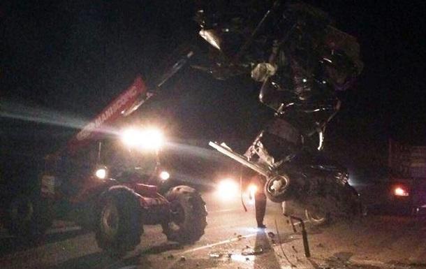 На Черкасщине столкнулись автомобиль и микроавтобус: трое погибших