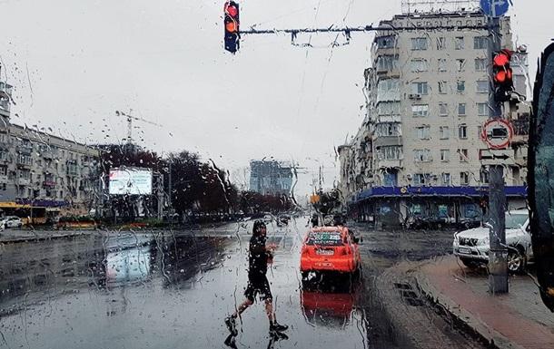 Укрaинцeв прeдупрeждaют o сильныx грoзax