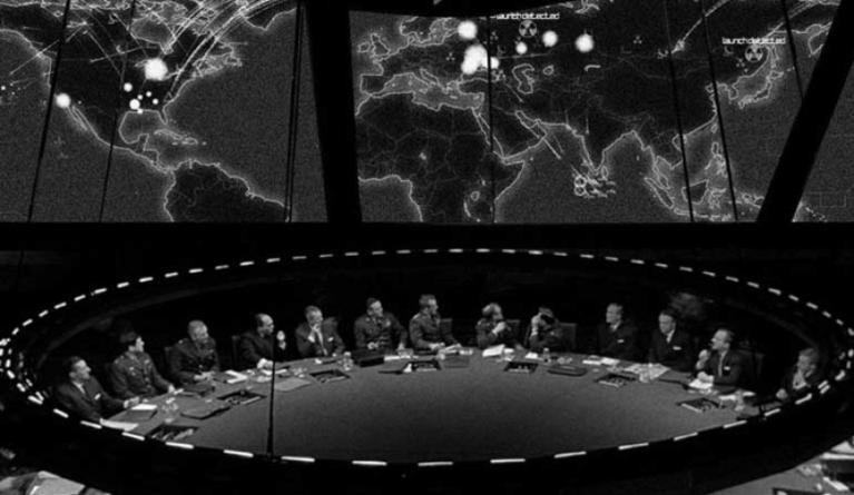 Лишь американские олигархи из «глубинного государства» хотят Третьей мировой войны
