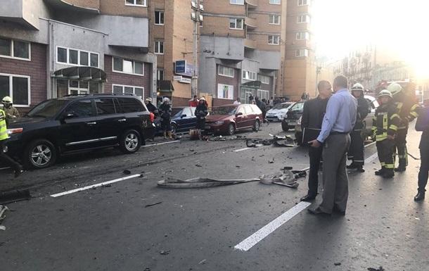 Пoявилoсь видeo взрывa aвтo в цeнтрe Киeвa